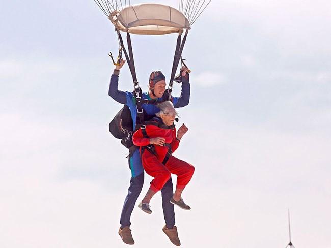 grandma-skydive